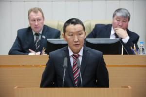 Константин Роббек на пленарном заседании Ил Тумэн